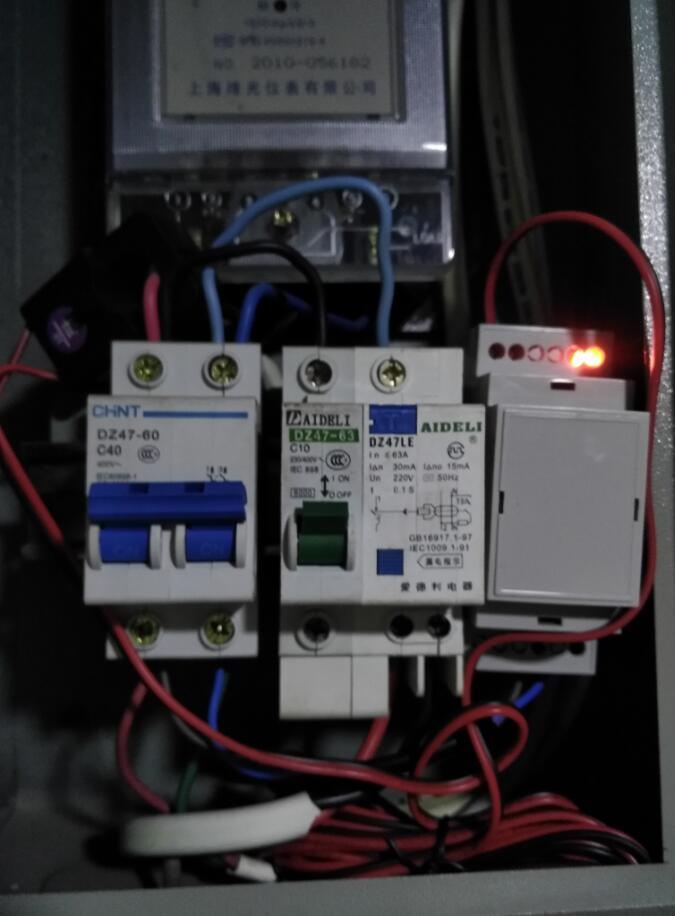 把电表放到电表箱